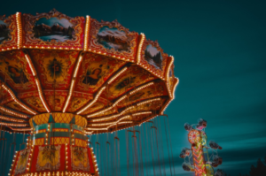 Autor: Brett Sayles Imagem: brown-and-red-lighted-carousel https://www.pexels.com/