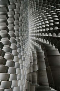 Foto: Matthew Henry - Imagem: light-and-squares-abstract-art https://burst.shopify.com/